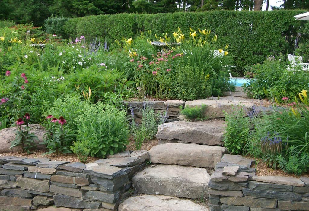 Rock garden ideas stone photograph raised bed garden near for Rock garden bed ideas
