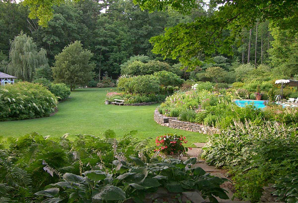 A garden in bearsville ny in mid summer gayle burbank for Fine gardens landscaping